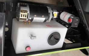 工程车塑料油箱